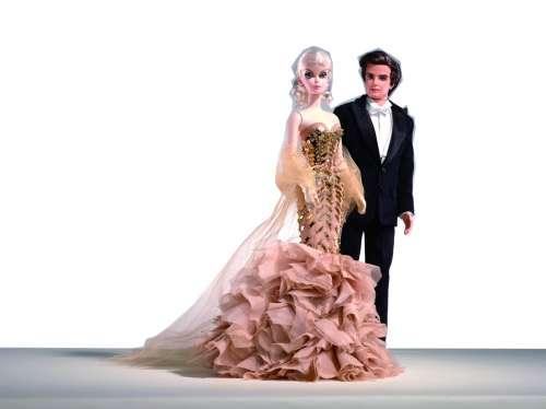 芭比娃娃的服装设计师可以是任何人,很多