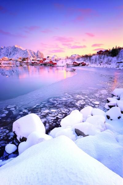 """罗弗敦群岛的雷讷被誉为""""挪威最美的村庄"""""""